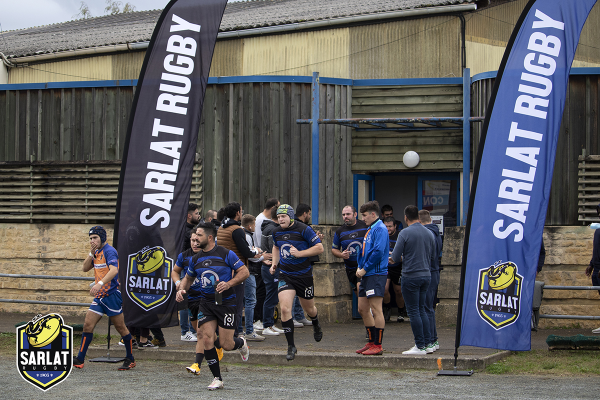 Sarlat Rugby B team takes to the field determined and encouraged.